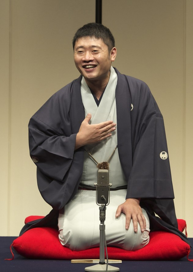 "[Giveaway] 2 pairs of tickets to catch Rakugo, a Japanese sit-down ""stand-up"" comedy!"
